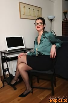 AuntJudys Felicity - Long-Legged 35yo UK MILF Felicity makes her AJ Debut at the Office! - 156 Photos - Apr 14, 2021
