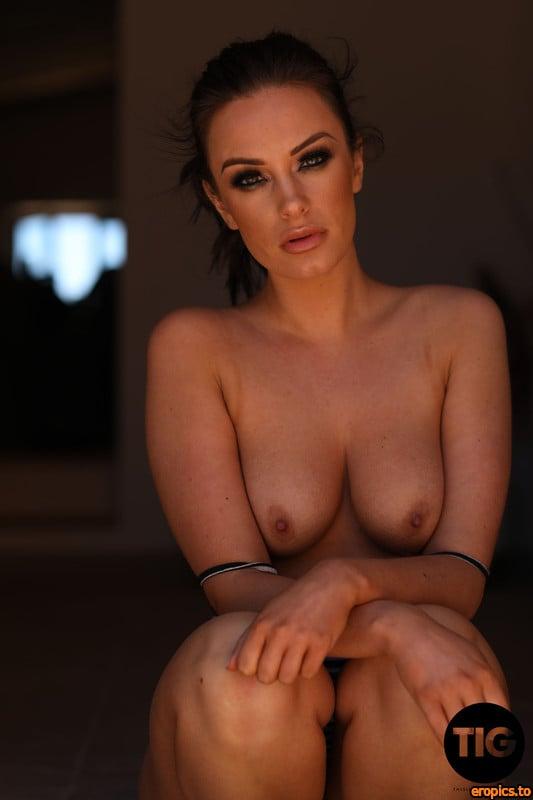 ThisIsGlamour Jess Black - Guarded - 14 Sep 2020 - 215x