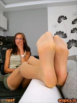 CzechFeet Viktorie - Bare feet & Nylons /Jan 01,2021/ X79
