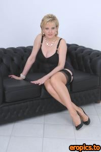 Lady-Sonia GILL ELLIS YOUNG Open legs and pearls (x54) 1200*1807