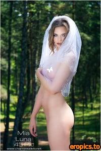 CharmModels 2019-08-03 - Mia Luna - Beautiful Naked Bride