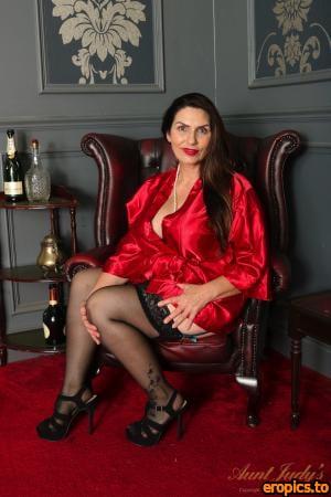 AuntJudys Josephine Lingerie & Silk Robe Pussy Play - 164 Photos - 6000px - Sep 16, 2020