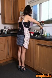 AuntJudys Cindy - Cindy Kitchen Upskirt & Masturbation - 6000px - 150 Photos (06.11.2021)