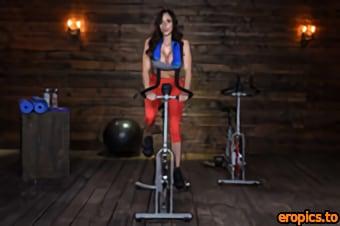Brazzers Ariella Ferrera, Reagan Foxx - Harder Faster Milfier - 2491x1663 - x599