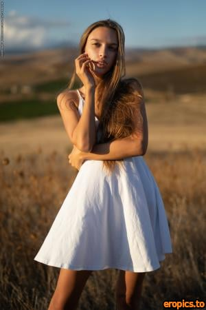 PhotoDromm Alina - Fields of Gold II - 46 Photos - 3000px - Sep 20, 2020