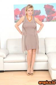 Lady-Sonia GILL ELLIS YOUNG Big nipples and nylons (x35) 1200*1807