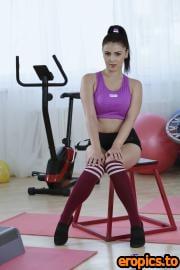 FitnessRooms Alexis Crystal, Sabrisse, Teana - Gym Facesitting Lesbian Threesome (28.11.2020) - 204x